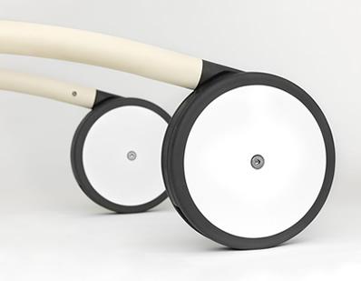 滑らかな動きを実現する独立した車輪機構 スリムライン