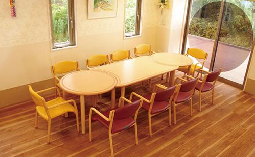 椅子、テーブル、座位保持装置 バリアフリーのための家具や設備