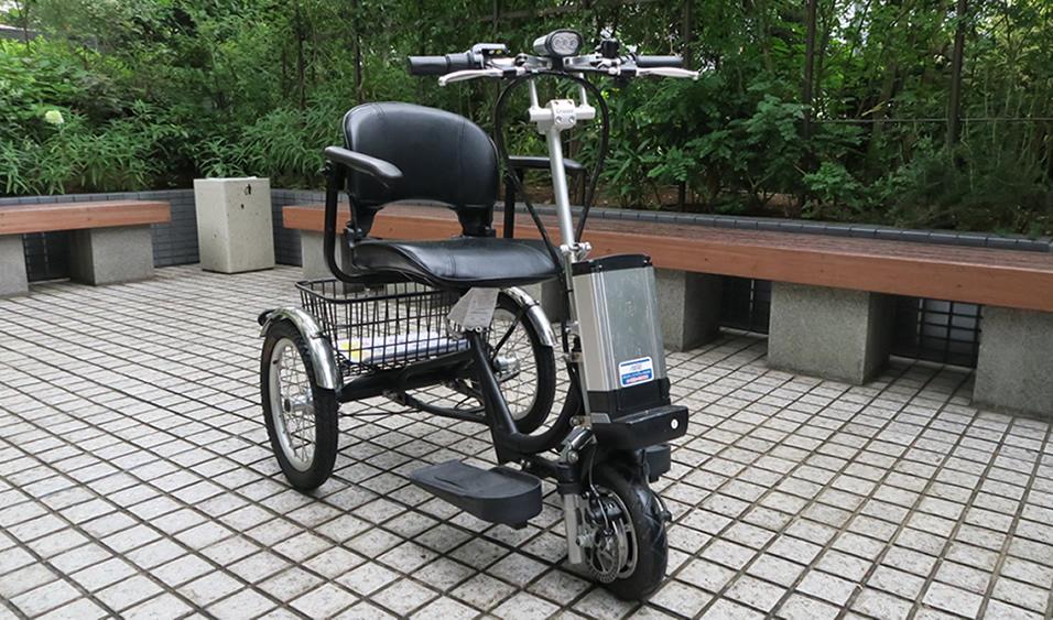 外観はほぼ電動自転車です。フロント下部にあるのがバッテリー 電動三輪車 クルーザー