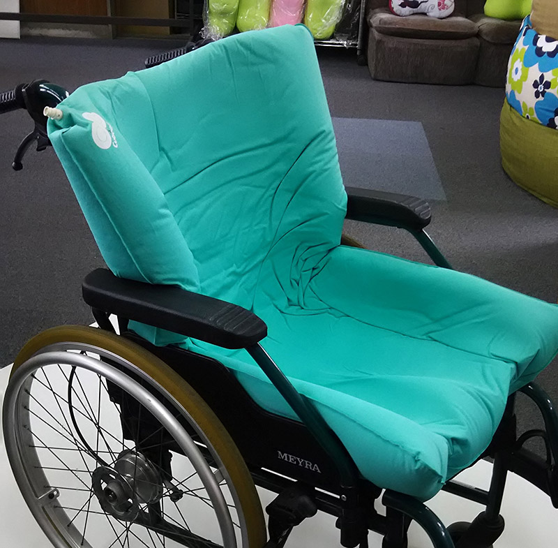 車いすでの座位保持に適します