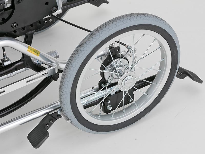 かがまずに操作できる足踏みブレーキと、パンクしないノーパンクタイヤを採用