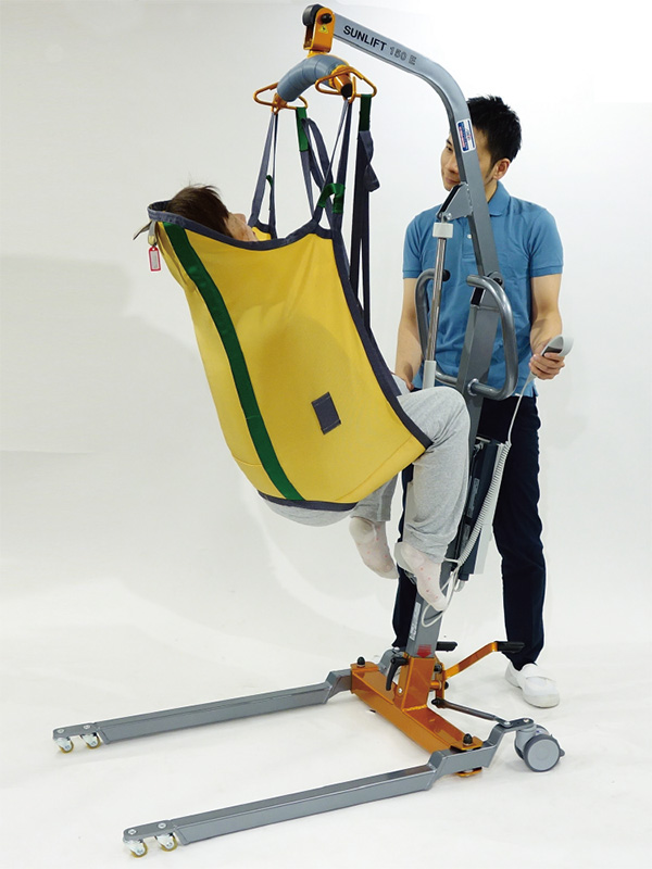 サンリフトミディ低床 使用例。※スリングシート(吊り具)は別売。