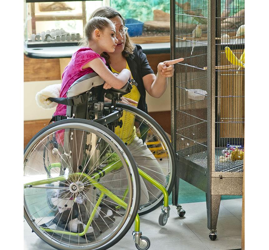 立位車いす リフトン モービルスタンダー 立位と移動性は学習と探索の世界を開きます