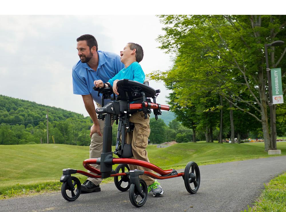 歩行訓練車 リフトン ペーサー ダイナミックフレームと大車輪