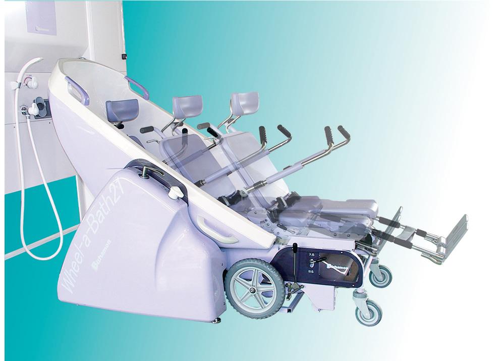 介護浴槽 ウィーラバス21 バスユニットへの移動は、チェアユニットをスライドするだけ。