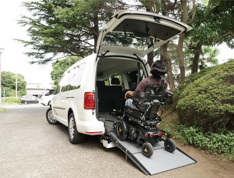 大型の電動車いすでの乗り込みが可能 キャディーマキシ Fスタイル