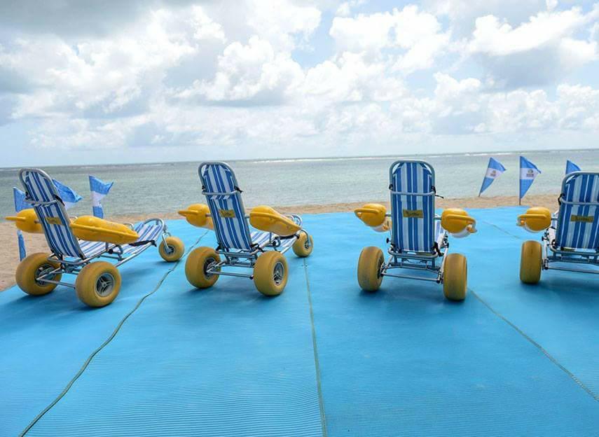 アクセスマットと併せてユニバーサルビーチを実現