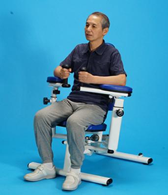 両腕を後方まで動かす ショルダーバックワードエクステンション【油圧トレーニング機器/ソフトラインシリーズ】